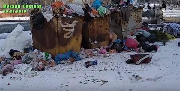 Деградация Горловки: местные жители едят прямо из контейнеров (ВИДЕО)