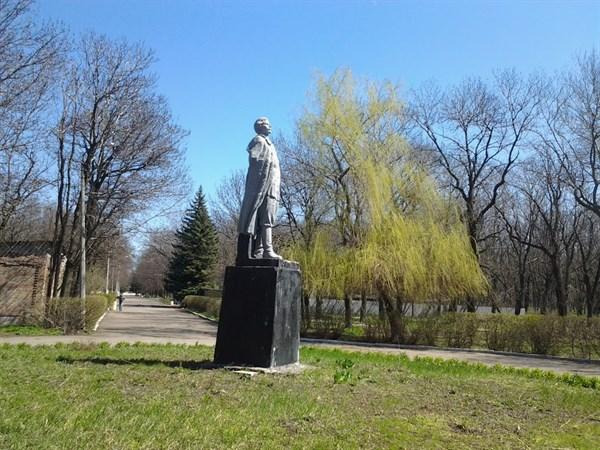 Горловский парк культуры и отдыха: вековые деревья, исчезнувший Зеленый театр  и Горький без правой руки