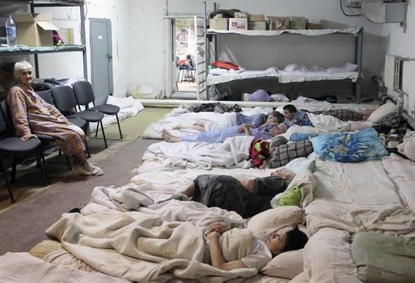 Раненные «Градом»: фоторепортаж из больницы Горловки, где раненых так много, что их размещают просто на полу