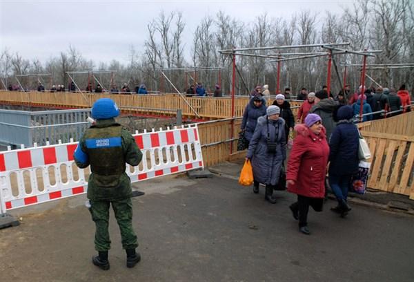 Серая зона Донецкой области: что хотят местные жители и как выживают на линии разграничения