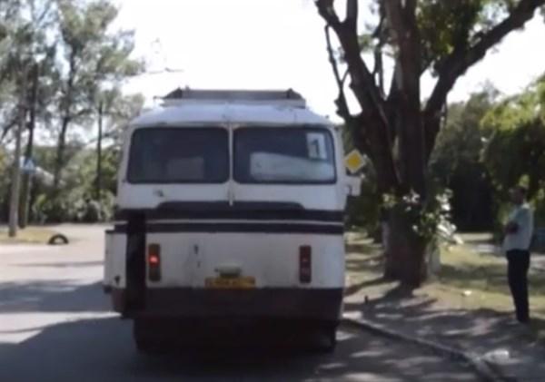 Городские автобусы в Горловке, которые перевозят пассажиров, грязные и пыльные