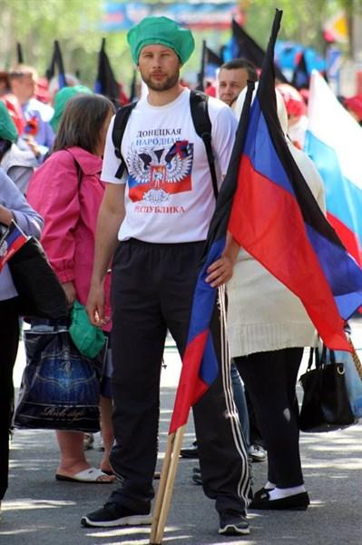 Делегация из Горловки праздновала день республики в полиэтиленовых беретах