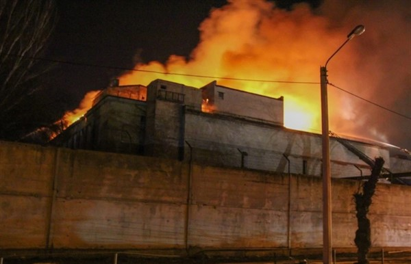 В Донецке загорелось здание мясокомбината (ВИДЕО)