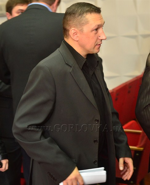 И смех, и грех: пока шла сессия Горловского горсовета, на стоянке обчистили машину депутата-регионала