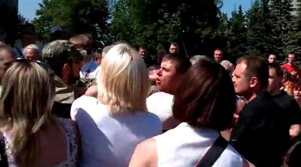 Бей своих, чтобы чужие боялись: в Горловке сторонники Донецкой народной республики дрались между собой за власть