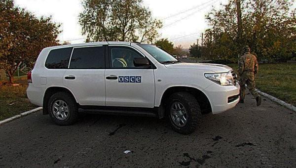 В Горловке внедорожники ОБСЕ прошли испытание дорогами: два колеса не выдержали