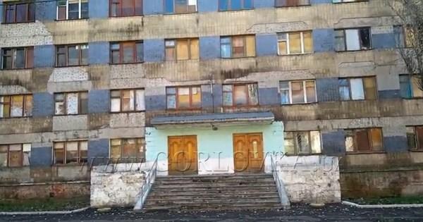 Общежитие горловского иняза по улице Кирова: жители показали, во что оно превращается