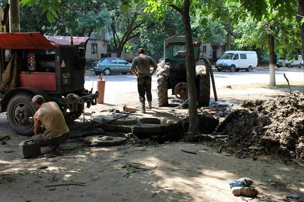 Ямочный ремонт дорог, новые магазины,  арбузы по 15, куриное филе по 200 рублей: как оккупированная Горловка прожила июль