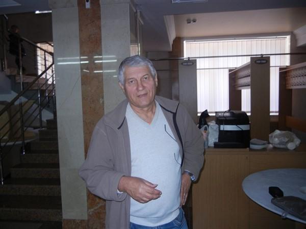 Шахтер из Горловки Владимир Зубко переехал в Ровно. Тут у него появилось хобби - вышивает бисером иконы