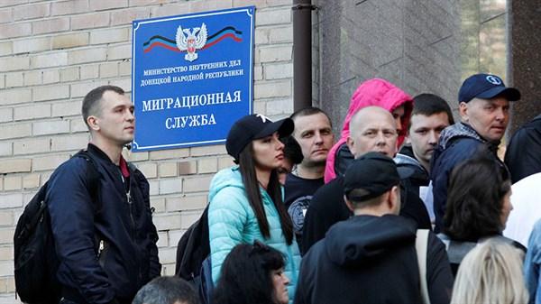 Житель Горловки сдал документы на российское гражданство одним из первых. Вот его история