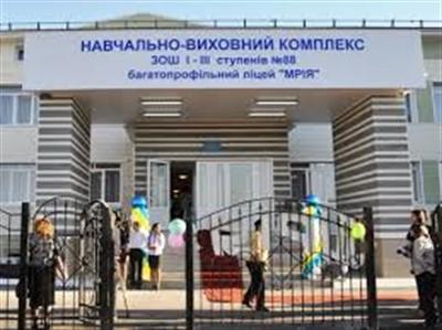 Школы пятого квартала: житель Горловки показал состояние учебных заведений района