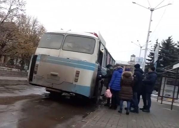 Житель Горловки показал часть города, которая по прежнему остается многолюдной (ВИДЕО)