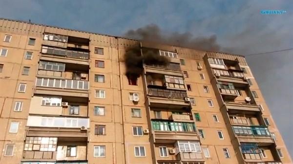 На 88-м квартале четырехкомнатная квартира, которую штурмовал «Беркут», горела с двух сторон дома. Пожарным удалось спасти кота (ФОТО, ВИДЕО)