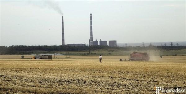 Как фермер сумел приспособиться к условиям войны и сеет пшеницу рядом с оккупированной Горловкой