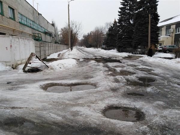 В Горловке невозможно подъехать к моргу из-за полного бездорожья: и это центр города