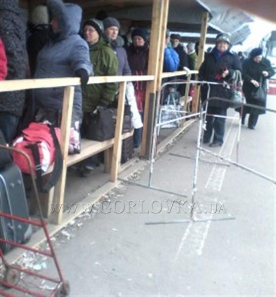 Поездка в Горловку из Краматорска: 2,5 часа под обстрелами, 10 блокпостов, 7 таможенных проверок и 23 часа в пути