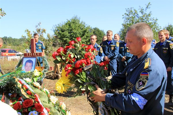В Горловке попрощались с 28-летним сотрудников МЧС, погибшим при тушении пожара