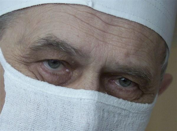 Хирург от Бога: для таких людей, как онколог Григорий Васильевич Бондарь, - прошедшего времени не бывает  ( + телевизионный очерк)