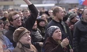 Новые и старые лица: фото с четвертого пророссийского митинга в Горловке