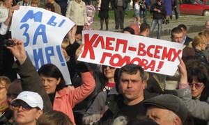 Митинг в Горловке с транспарантами «Клеп – всему голова»