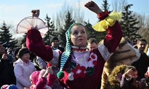 Празднование Масленицы на площади Революции в Горловке
