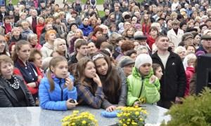 """Явление КСКЦ """"Стирол"""" народу: на открытие «белой жемчужины» пришли тысячи горловчан"""
