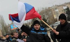 Лица, памятники и флаги митинга Народного ополчения в Горловке