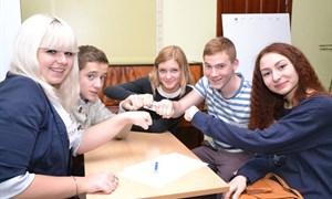 """От сессии до сессии живут студенты весело: юмористический турнир """"Студенты смеются"""""""
