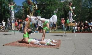 На бульваре Димитрова циркачи удивляли своими талантами