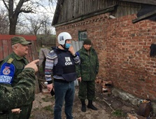 Представители миссии ООН в Горловке осмотрели место гибели 25-летней Мирославы Воронцовой, фото-1