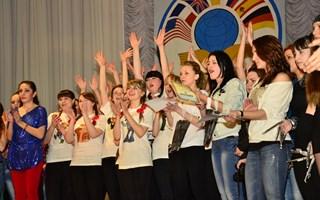 Первокурсникам горловского иняза посвятили песню «Я люблю тебя – это здорово»