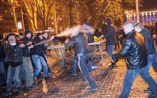Полное видео кровавой бойни в Донецке. Слабонервным не смотреть