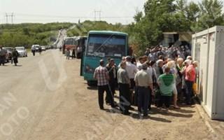 Между Горловкой и Артемовском люди часами стоят в пробках на блокпостах