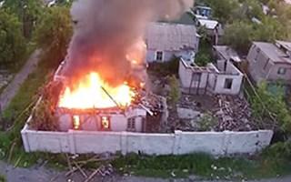 Видео с беспилотника горящих и разрушенных домов Горловки
