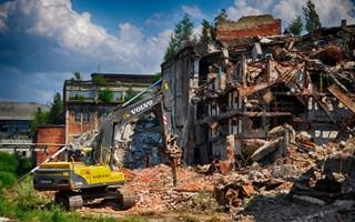 """""""Стирол"""" устроил зачистку территории. Как происходит демонтаж старых зданий?"""