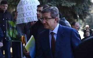 В Горловке губернатора преследовали пророссийски настроенные митингующие